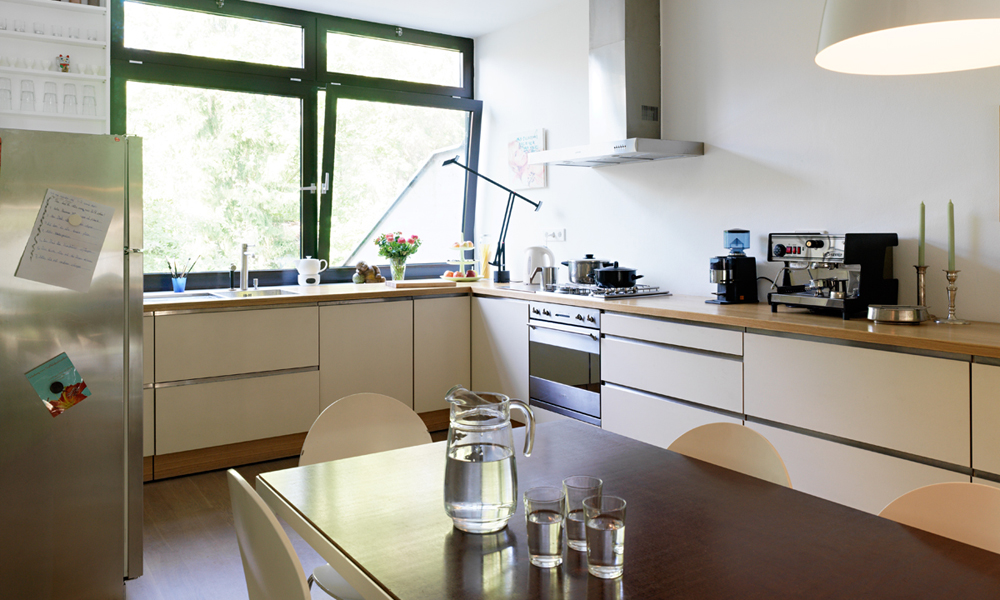 mareesstra e. Black Bedroom Furniture Sets. Home Design Ideas